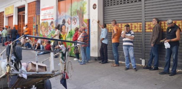 Fila na entrada do restaurante Bom Prato Campos Elíseos, no centro de São Paulo - Reinaldo Canato/UOL