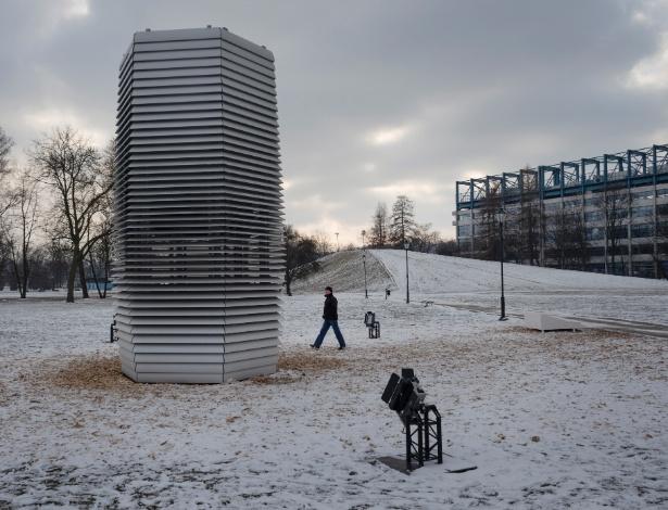 Purificador de ar foi instalado em parque em Cracóvia, na Polônia - Maciek Nabrdalik/The New York Times