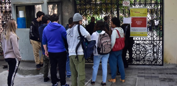 O Campus Monte Alegre da PUC amanheceu com os portões fechados