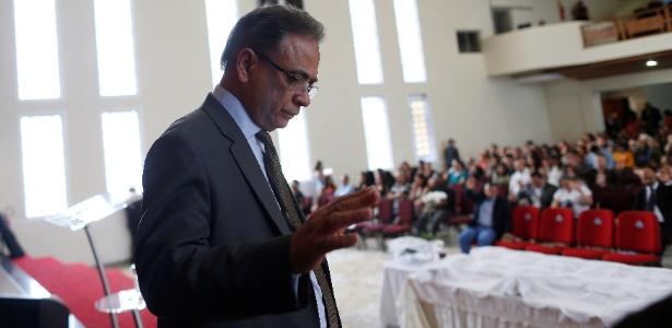 Ministro Ronaldo Fonseca é pastor e comanda culto em Taguatinga