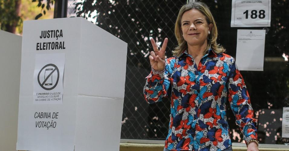 28.out.2018 - A presidente do PT, Gleisi Hofmann, deputada federal eleita vota no segundo turno das Eleições 2018, no Clube Curitibano em Curitiba (PR)