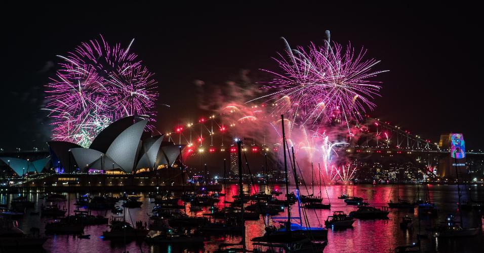 31.dez.2018 - Fogos de artifício marcam a chegada do Ano-Novo em Sidney, na Austrália