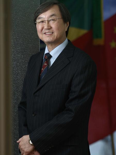 [Imagem: 18jan2019---charles-tang-presidente-da-c...50x600.jpg]
