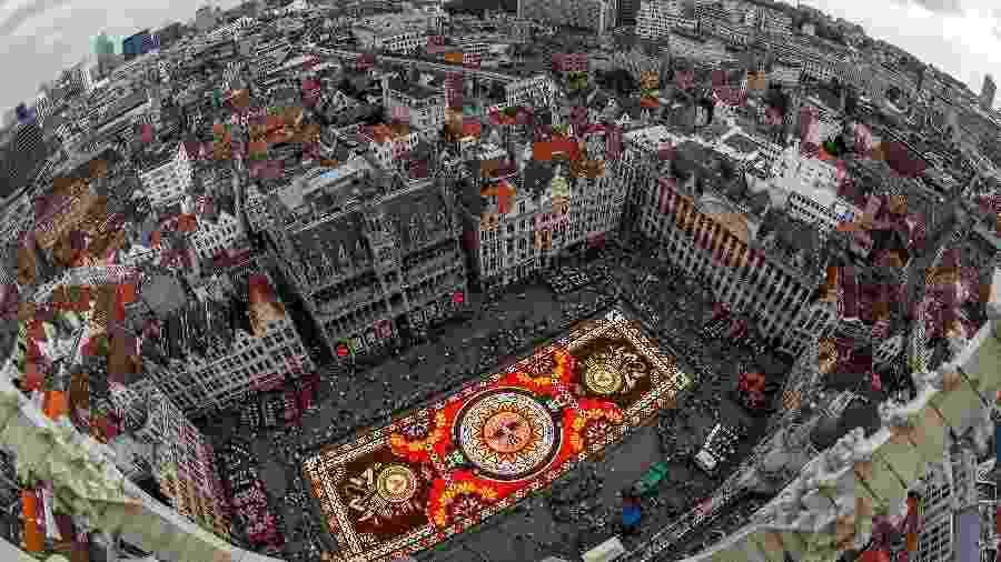 """É realizado a cada dois anos em Bruxelas o """"Tapis de Fleurs"""", ou Tapete de Flores, como este, de 2018 - Yves Herman/Reuters"""