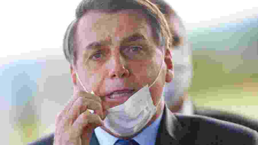 Bolsonaro com máscara mal ajustada no rosto - Cristiano Machado/Reuters