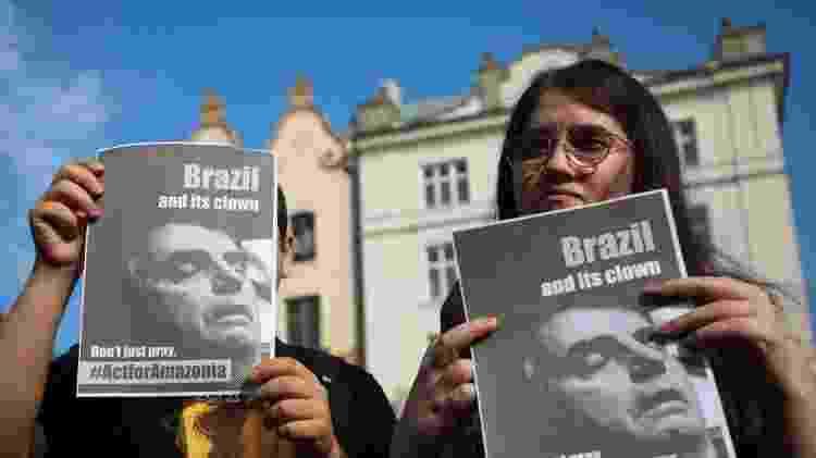 'Brasil e seu palhaço. Não apenas reze, aja pela Amazônia', diz cartaz em protesto organizado pelo movimento Greve da Juventude pelo Clima. Cracóvia (Polônia), agosto de 2019 - Getty Images - Getty Images