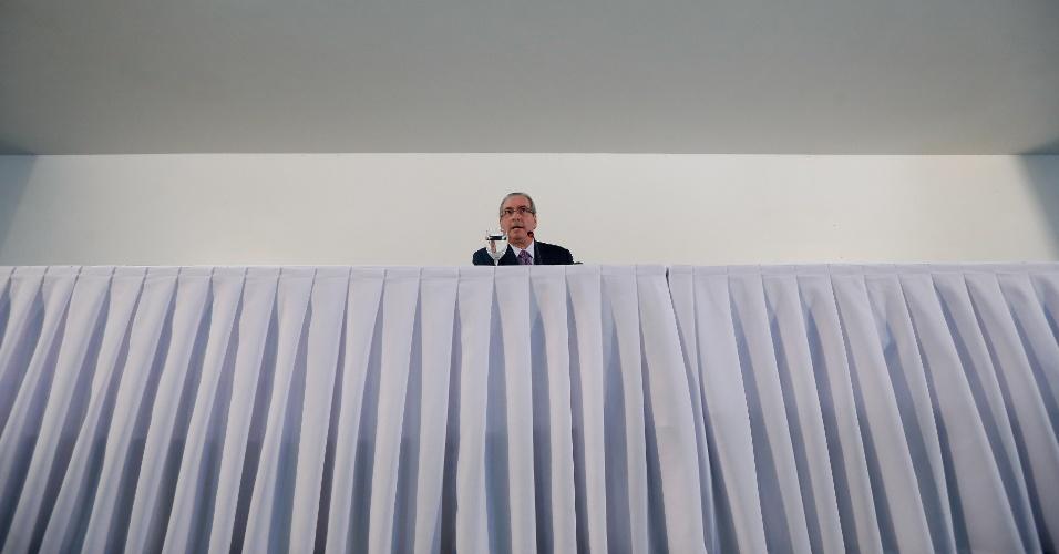 21.jun.2016 - Em entrevista para jornalistas, o presidente afastado da Câmara dos Deputados, Eduardo Cunha (PMDB-RJ), disse que o governo Dilma ofereceu votos favoráveis a ele no Conselho de Ética para barrar o impeachment da presidente afastada