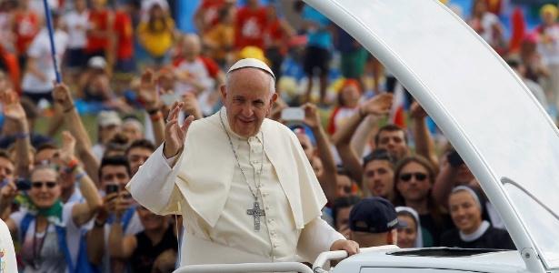 """31.jul.2016 - O papa Francisco convocou os jovens de todo o mundo a converterem o Evangelho no """"navegador"""" de suas vidas"""