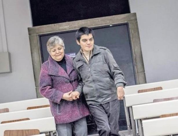 David Sebastián Valenzuela Díaz, ao lado de sua mãe Sara Díaz