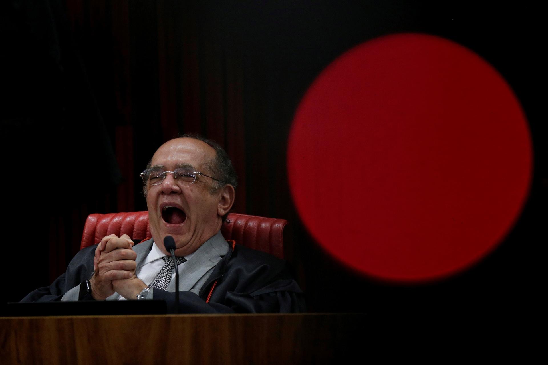 O presidente do TSE, ministro Gilmar Mendes, acompanha as colocações do relator, das defesas e da acusação durante o julgamento da chapa Dilma-Temer