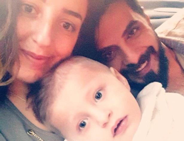 O casal  Issam Al Farkh e Nour Al Chahin com o filho Mohammad Karim - Arquivo pessoal
