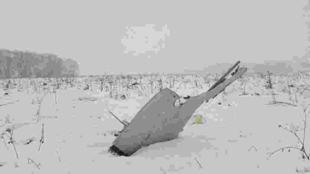 11.fev.2018 - Destroços do avião da companhia Saratov Airlines que caiu na região de Moscou neste domingo (11). O avião, um bimotor russo Antonov AN-148, levava 71 pessoas --65 passageiros e 6 tripulantes - Reuters