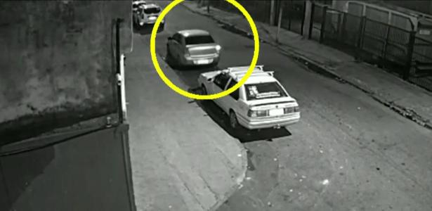 Câmera gravou carro saindo atrás do veículo onde estava Marielle Franco - Reprodução/Globo News