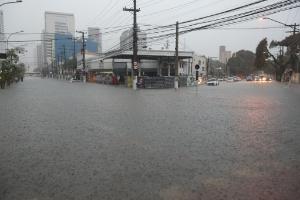 Chuva forte e obras não suficientes, diz Doria após alagamentos e mortes (Foto: Alex Silva/Estadão Conteúdo)