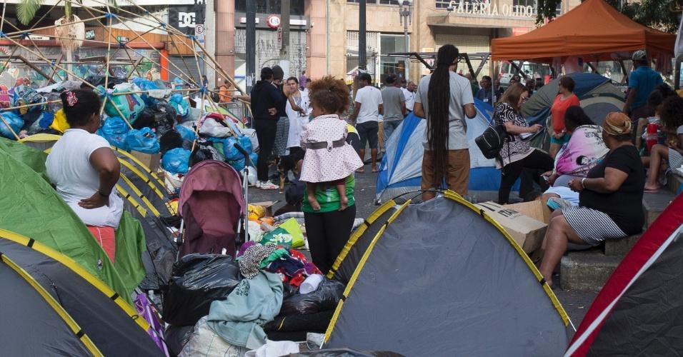 6.mai.2018 - Seis dias após desabamento, famílias desabrigadas continuam acampadas no entorno do Edifício Wilton Paes de Almeida, no Largo do Paiçandu, no centro de São Paulo