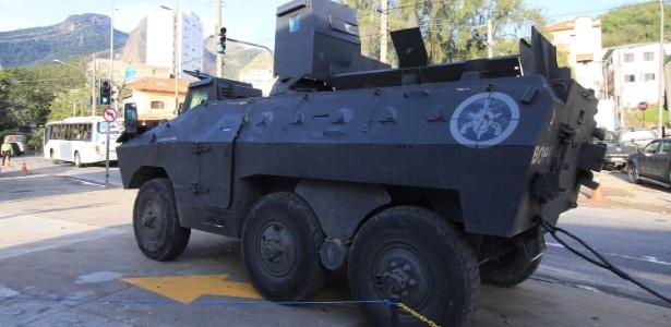 19.set.2018 - Ação policial no Complexo do Lins interdita os dois sentidos da Autoestrada Grajaú-Jacarepaguá - JOSE LUCENA/FUTURA PRESS/FUTURA PRESS/ESTADÃO CONTEÚDO