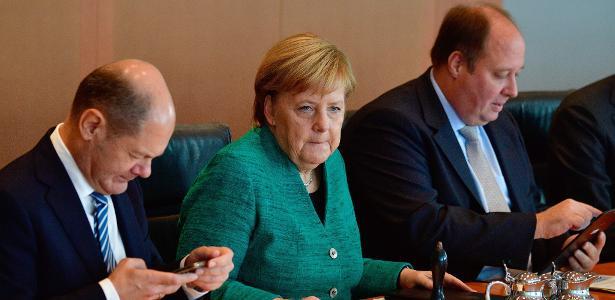 2.out.2018 - Merkel durante reunião de gabinete, em Berlim