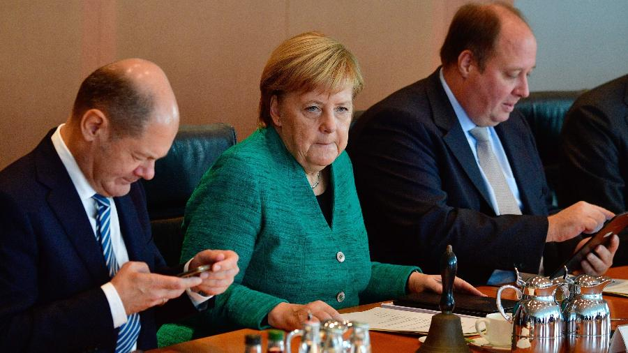 2.out.2018 - Merkel durante reunião de gabinete, em Berlim - John MacDougall/AFP