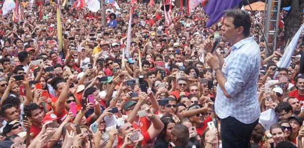 O candidato do PT a presidente, Fernando Haddad, discursa em Fortaleza