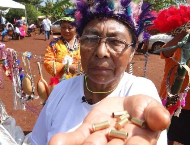 Indígena Kaiowá Priscila Maciel Duarte Lopes posa para foto em Caarapó, Mato Grosso do Sul  - Thomson Reuters Foundation/Karla Mendes