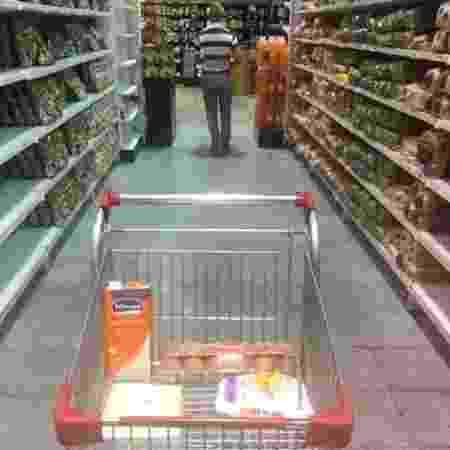 Produtos que podem ser comprados com um salário mínimo venezuelano no mercado - BBC