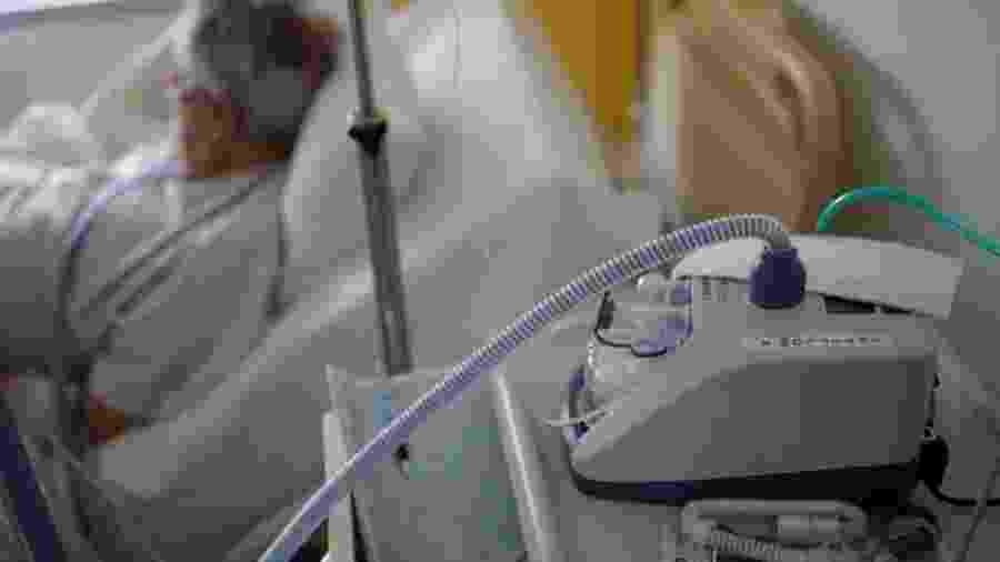 Os indícios de irregularidades no fornecimento de respiradores começaram a aparecer por meio de reportagem - Stephane Mahe/ Reuters