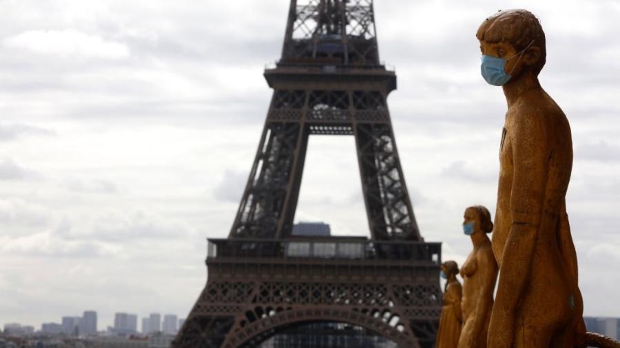 França reforça restrições diante do aumento de infecções - Mehdi Taamallah/NurPhoto via Getty Images