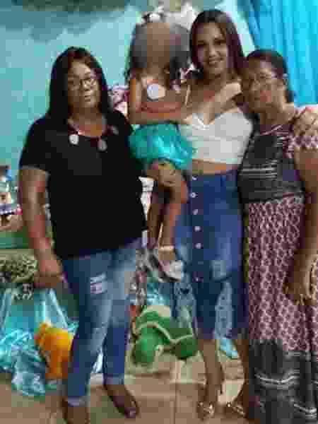 Marina Angélica Reversi (centro) perdeu, em dez dias, o irmão, a avó (à dir.) e a mãe (à esq.), vítimas do novo coronavírus - Arquivo Pessoal