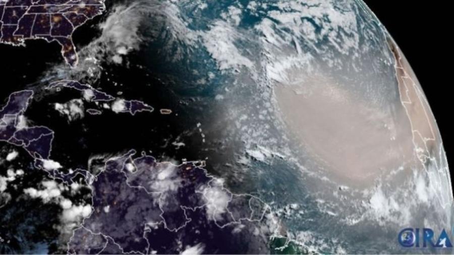"""A """"nuvem de poeira Godzilla"""", captada por satélites do NOAA (Administração Nacional Oceânica e Atmosférica dos Estados Unidos) - Reprodução"""
