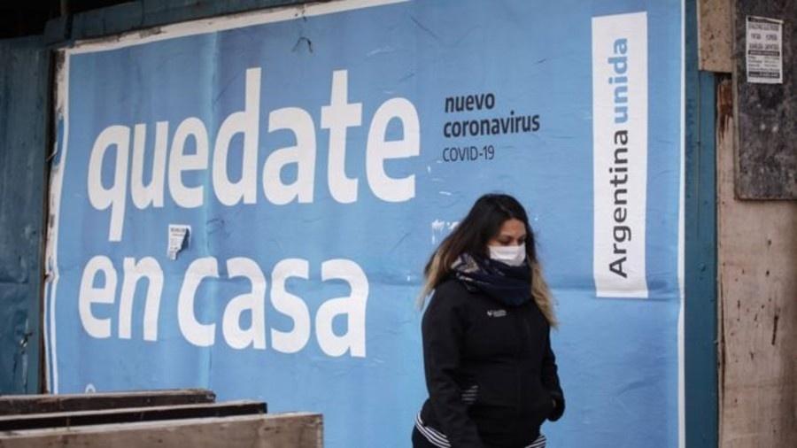 """Governo da Argentina diz que o rápido aumento das infecções por covid, registrado nas últimas semanas, """"parou"""", mas advertiu que o número continua significativo - Getty Images"""