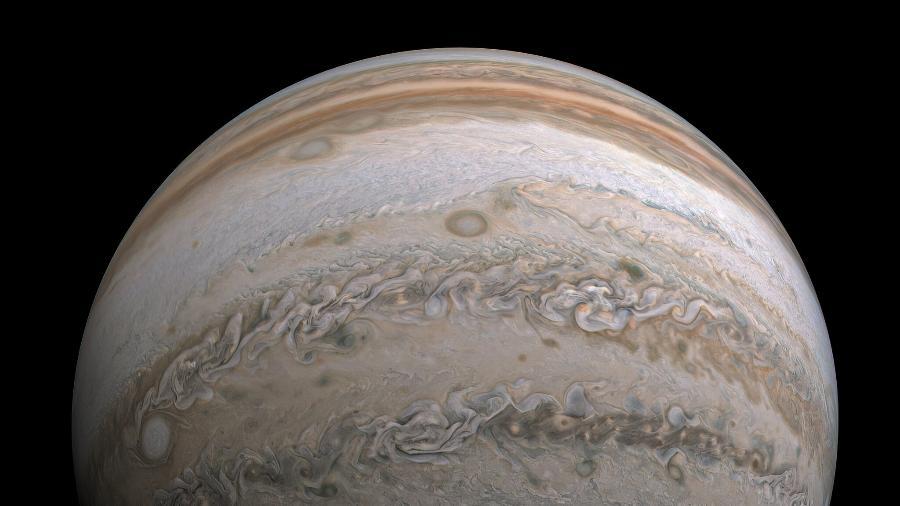 Imagem tirada pela sonda Juno e processada por um engenheiro de software - Kevin Gill