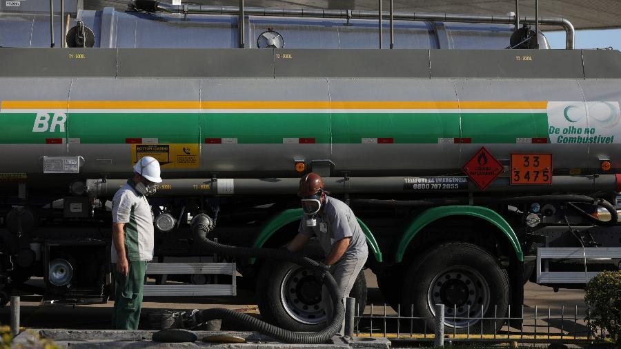 Nos postos pesquisados pela ANP em todo o país, o preço médio do etanol subiu 2,10% na semana ante a anterior, de R$ 3,908 para R$ 3,990 o litro. - Diego Vara/Reuters