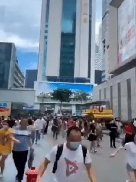 Pânico durante a evacuação do prédio em Shenzhen - Reprodução/Twitter