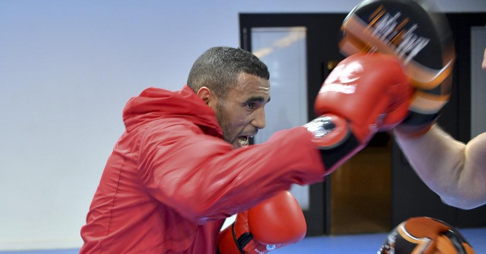 Boxeador Saada Hassan foi acusado de assediar duas camareiras na Vila