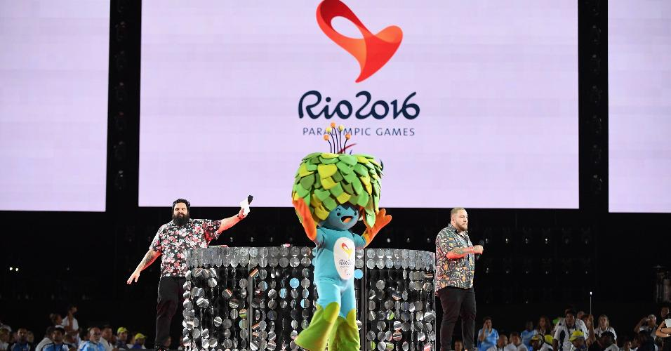 Mascote Tom participou da cerimônia de encerramento da Paraolimpíada-2016