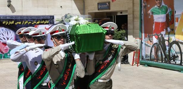 Corpo de ciclista morto durante Paraolimpíada é velado no Teerã