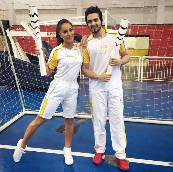 A apresentadora Sabrina Sato e o cantor Luan Santana se preparam para participar do evento nas ruas de SP