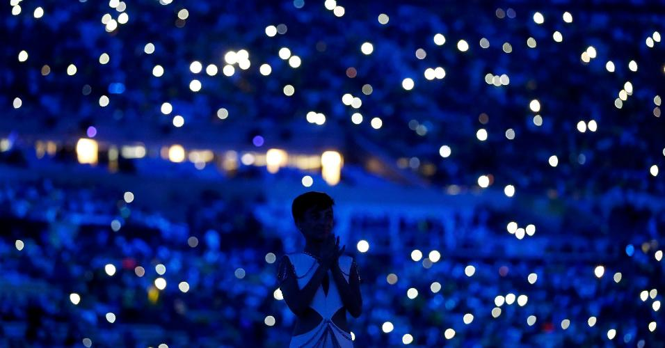 Torcedores iluminam o Maracanã com seus celulares