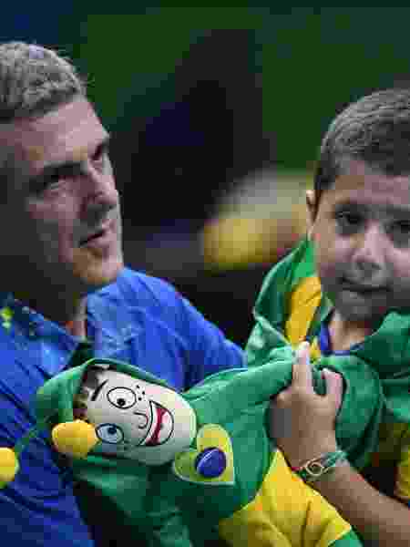 Neto chora no colo de Zé Roberto após eliminação do Brasil - André Durão/Nopp - André Durão/Nopp