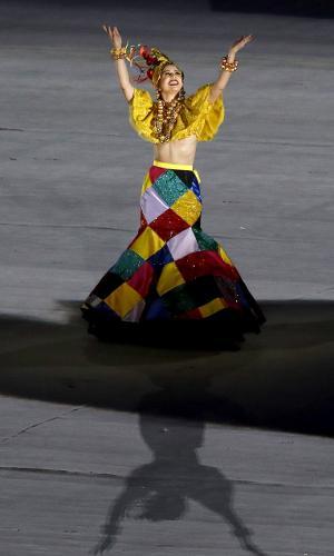A cantora Roberta Sá interpretou Carmen Miranda na cerimônia de encerramento da Rio-2016