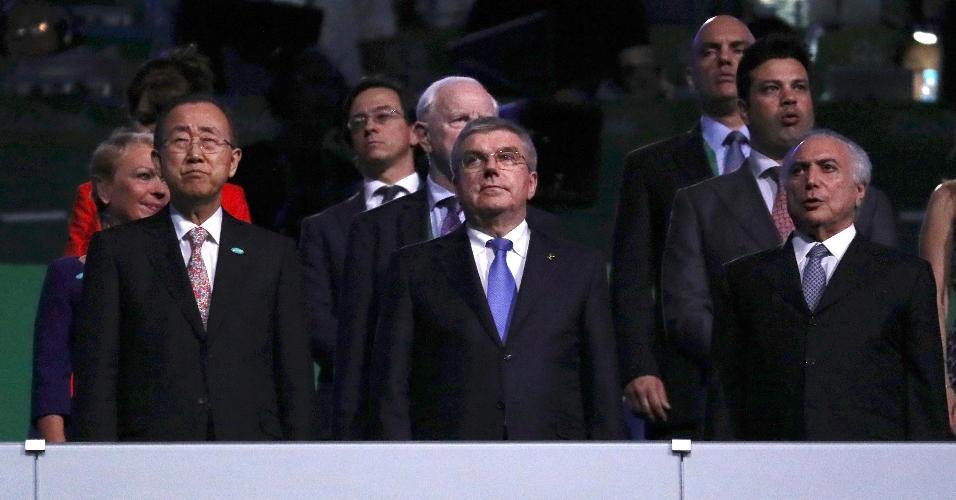 Ban Ki-Moon, secretário-geral da ONU, Thomas Bach, presidente do COI, e Michel Temer durante a cerimônia de abertura. O brasileiro não foi anunciado no sistema de som do Maracanã