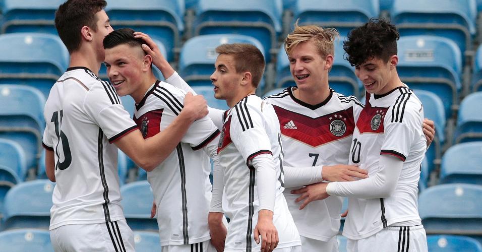 Alemães estão acostumados a jogarem pela seleção desde jovens