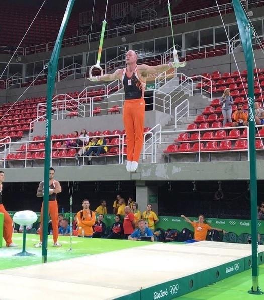 Ginasta holandês Yuri van Gelder treinando na Arena de Ginástica