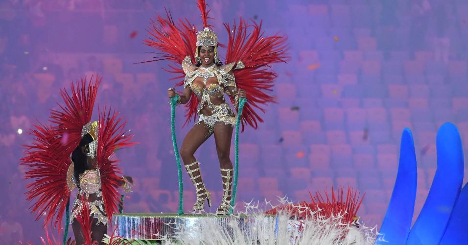 Olimpíada ou Carnaval? Maracanã se transformou na Marquês de Sapucaí por alguns minutos