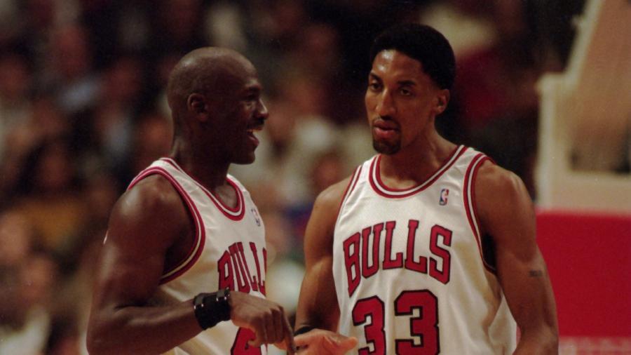 Michael Jordan e Scottie Pippen jogando pelo Chicaco Bulls - Jonathan Daniel/Getty Images