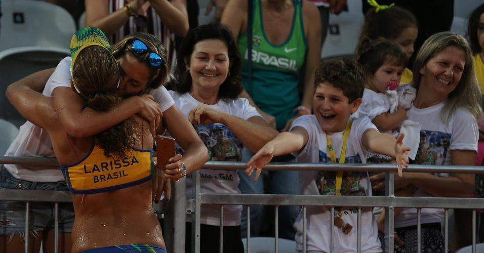 Larissa abraça Lili após vitória contra dupla americana: polêmica nos Estados Unidos