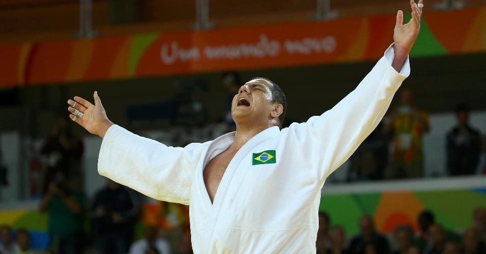 Rafael Silva supera o uzbeque Abdullo Tangriev