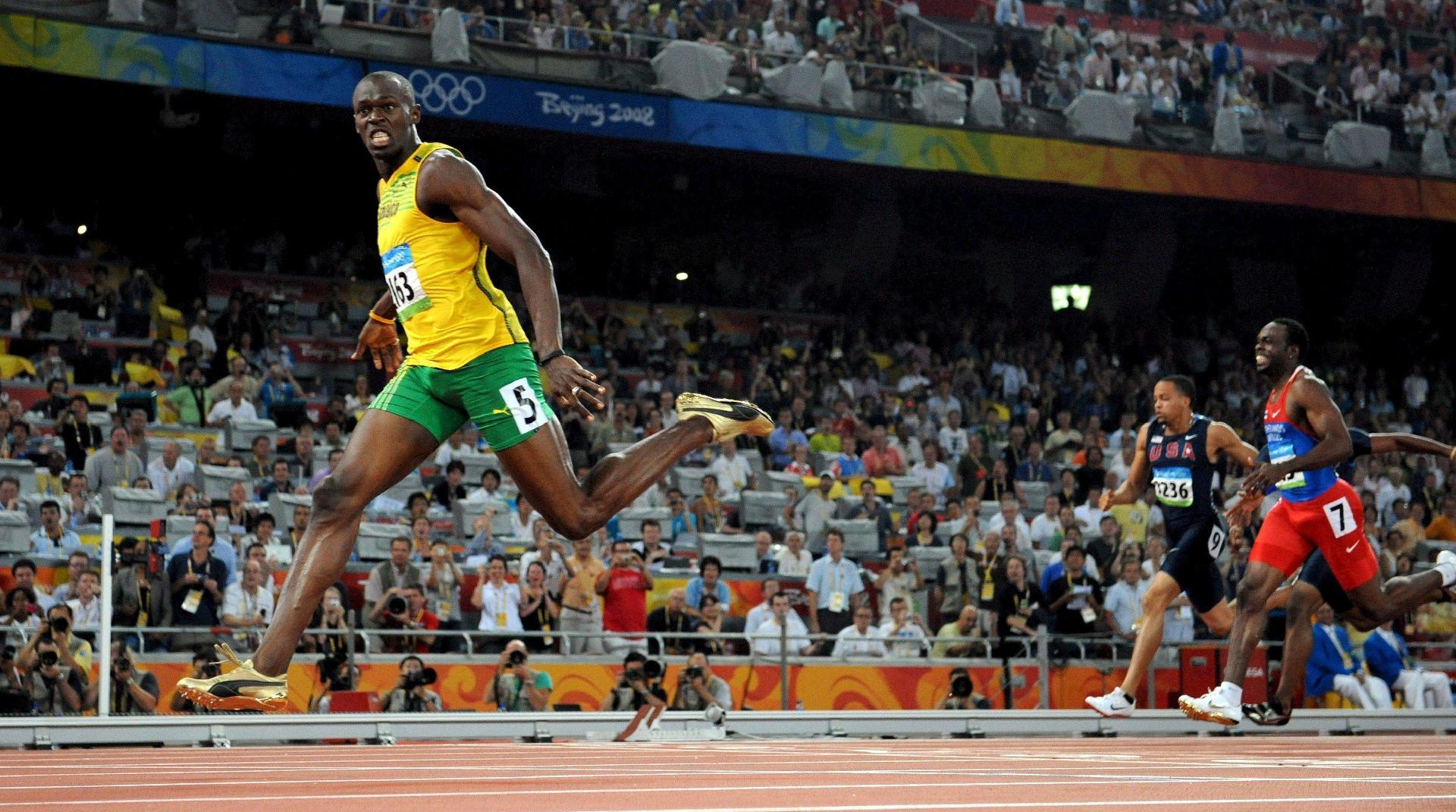 Usain Bolt na chegada dos 200 m rasos, em Pequim-2008. Ele fez em 19s30, tempo recorde à época. Em 2009, reduziu a marca para 19s19