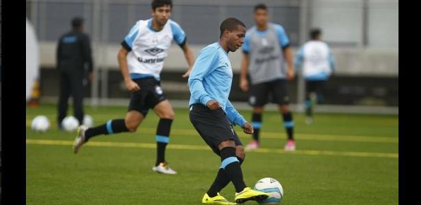 Tyroane Sandows foi relacionado no principal do Grêmio pela primeira vez