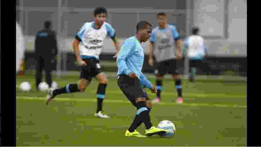 Tyroane Sandows foi relacionado no principal do Grêmio pela primeira vez - Reprodução/Twitter